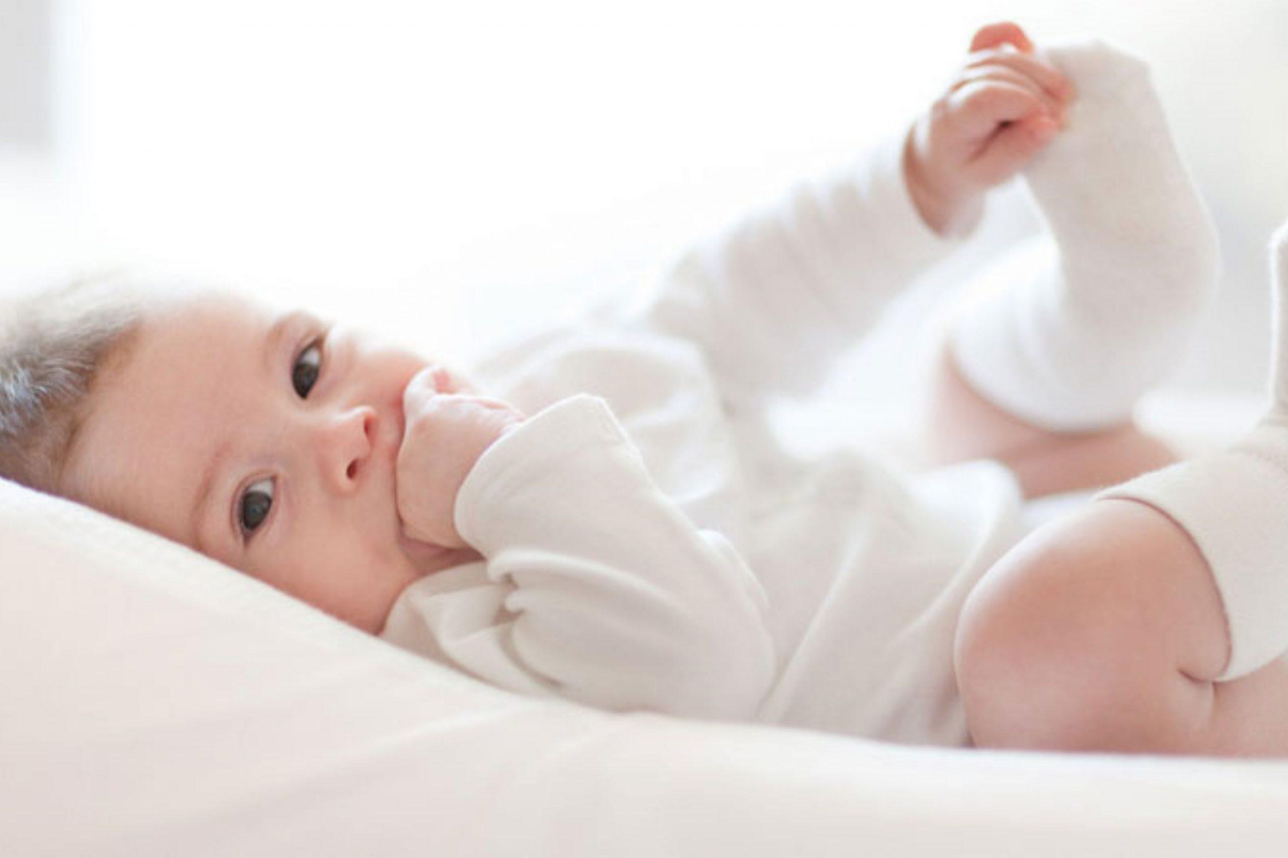 Hướng dẫn vệ sinh, khử mùi nệm khi trẻ tè dầm